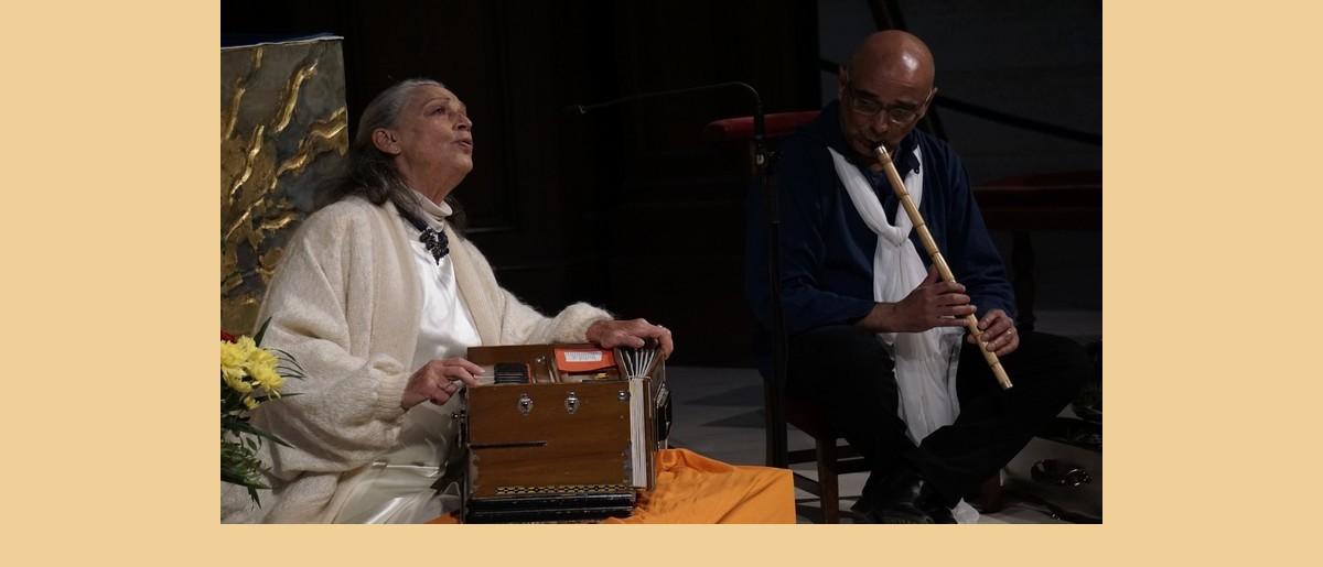 Permalien vers:Concert de chants sacrés à la Passerelle : Poumi accompagnée par Gilles Andrieux